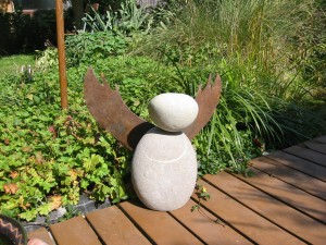 Stein Engel  der Körper ist 45 cm hoch
